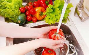 Practicing good food hygiene