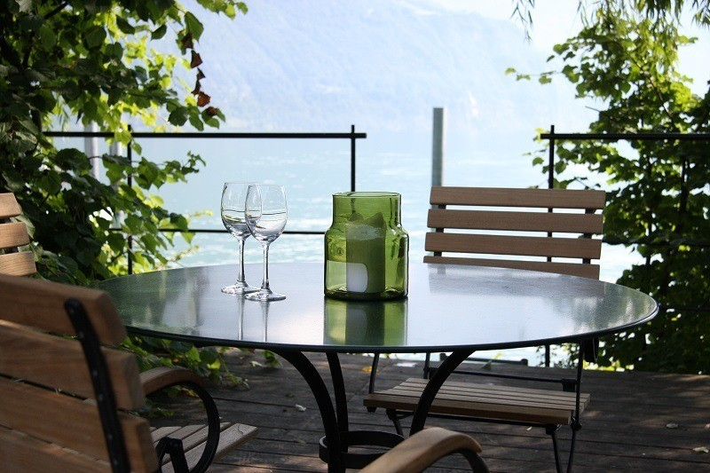 Tips for cleaning glass patio furniture